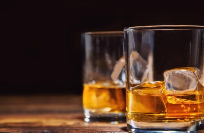 álcool e antibiótico