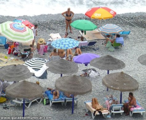 Playa Velilla en temporada alta.