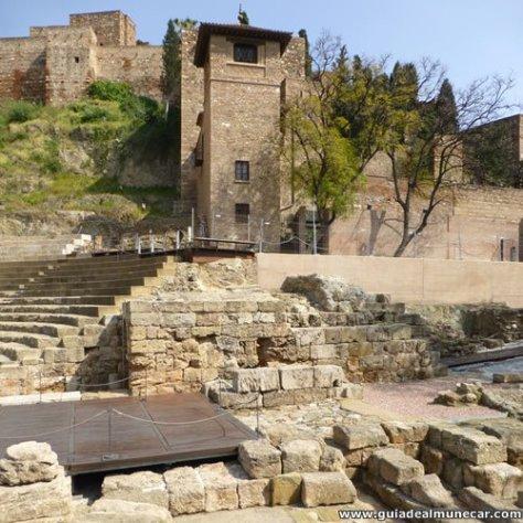 Torres de la entrada de la Alcazaba y Teatro Romano.