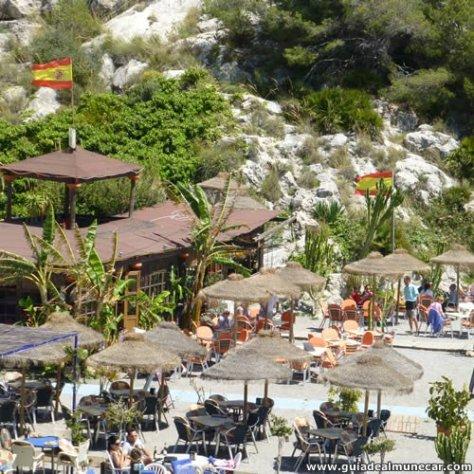 Tapeo en chiringuitos sobre la playa en Almuñécar Costa Tropical de Granada