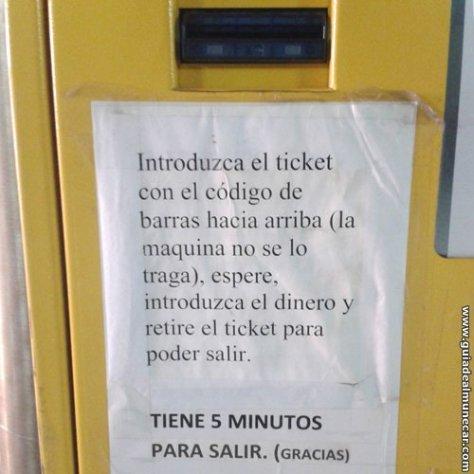 Máquina para pagar Aparcamiento Público en Playa Velilla y Playa San Cristóbal.