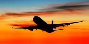 avion atardecer