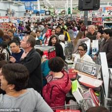 gente-comprando-mucho