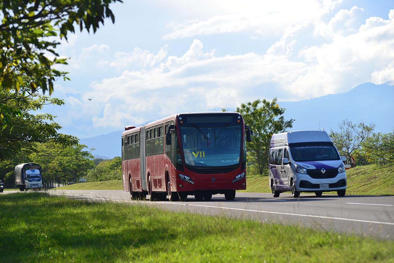 Los nuevos buses a gas de TransMilenio van rumbo a Bogotá