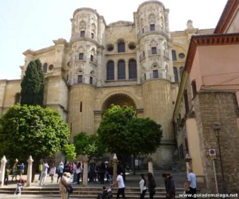 Acceso a la Catedral de Málaga.