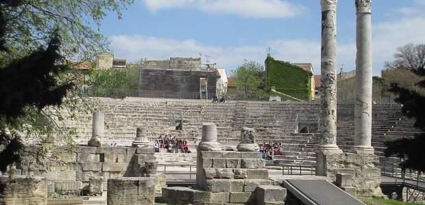O que fazer em Arles, França? Pontos Turísticos e Ruínas Romanas!