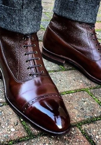 Bota Oxford e calça tweed