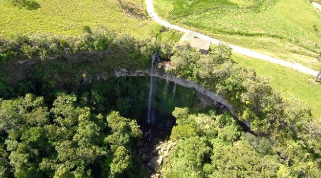 Gruta e Cachoeira do Poço Certo
