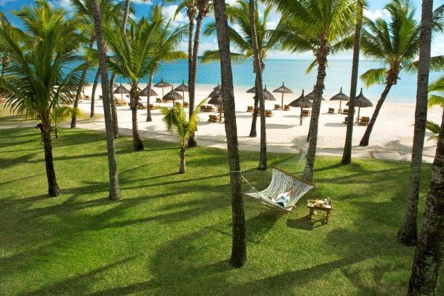 le_saint_geran_mauritius_pool_beach_people_30_10_2012_9346hr 2