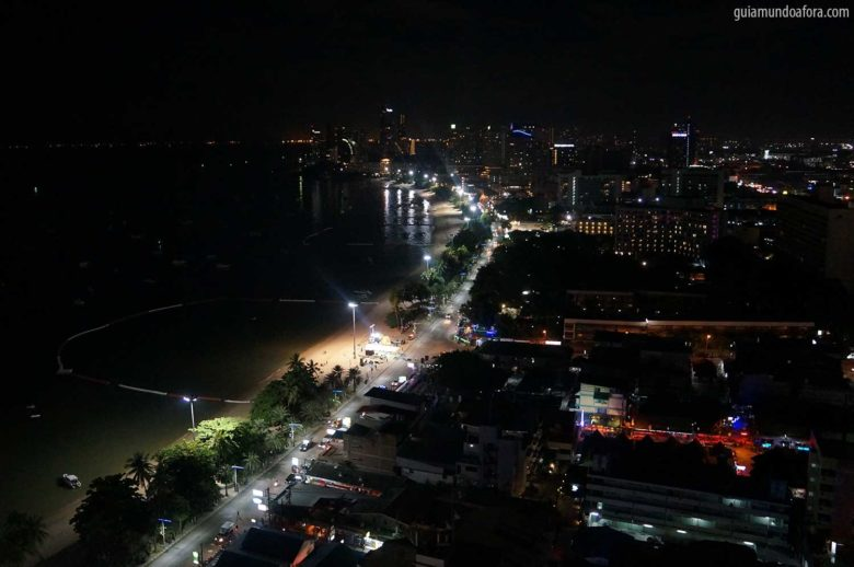 vista de Pattaya na Tailândia à noite