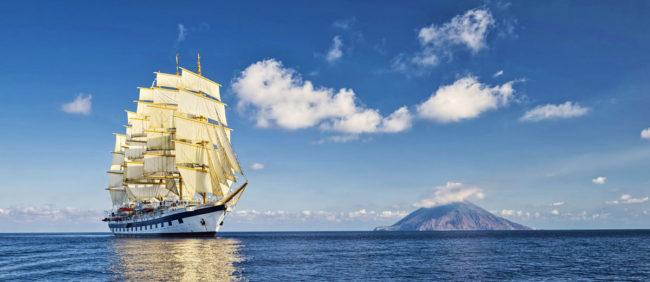 veleiro da Star Clippers em alto mar