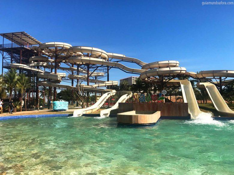Toboáguas do Hot Beach parque aquático de Olímpia
