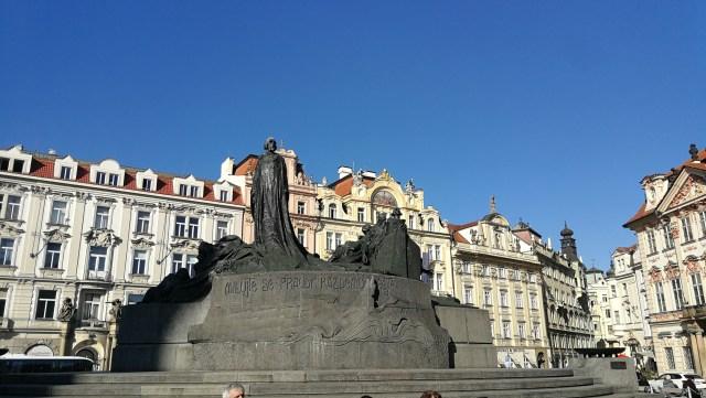 La plaza de la Ciudad Vieja es un buen lugar para iniciar la ruta diaria por la ciudad de Praga.