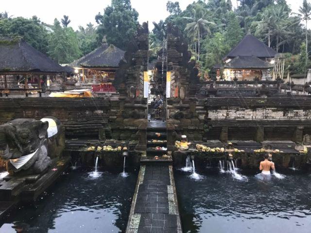 En Tirta Empul se celebra uno de los rituales más famosos del mundo.