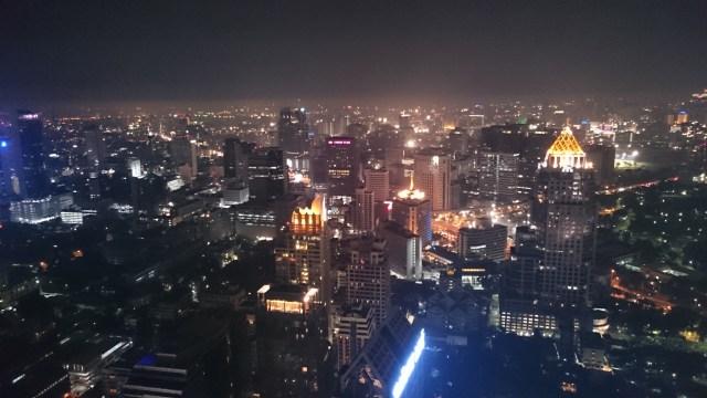 Si os perdéis el anochecer de Bangkok tranquilos, las vistas de noche también son espectaculares. Hay que verlo durante nuestros dos días en Bangkok.