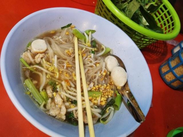 Sopa de Noodles, para los débiles de estómago podrán comerlo durante dos días en Bangkok.