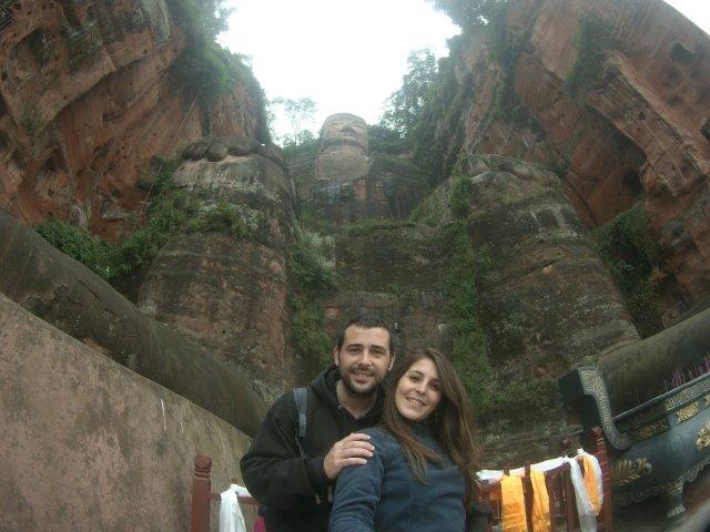 Como liliputienses a sus pies. Conseguimos llegar al Gran Buda de Leshan.