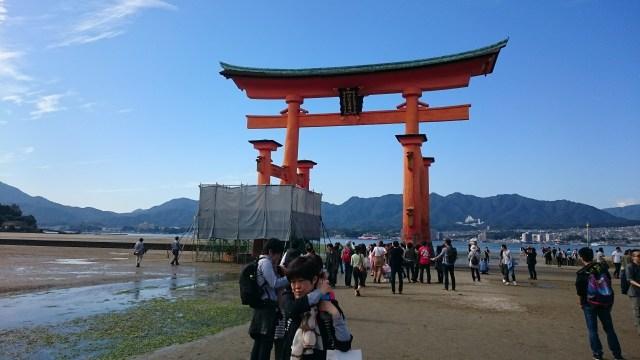 La puerta Torii de Miyajima se estaba restaurando en el momento de nuestra visita.