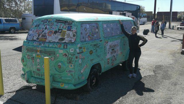 La furgoneta hippie por excelencia. De camino a Kingman az