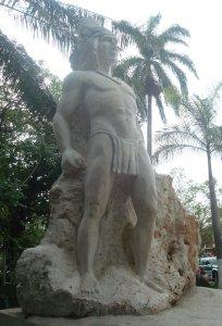 Estatua del rey Garabito en el parque José Martí de Orotina. Costa Rica