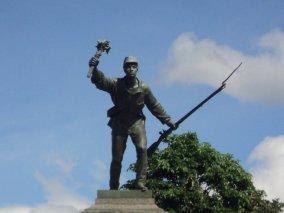 Estatua de Juan Santamaría en el parque en Alajuela que lleva su nombre