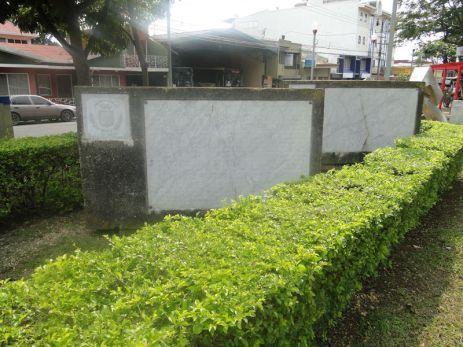 Conjunto escultórico, frente al Monumento de Juan Santamaría