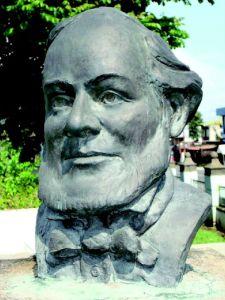 Busto Dr. José María Castro Madriz