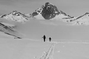 Frente al Midi d'Ossau con esquís de montaña