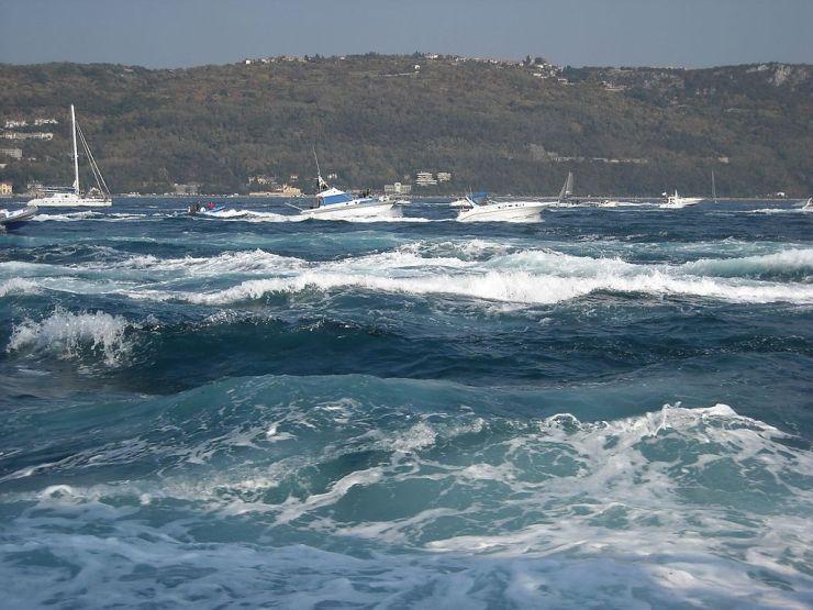 barcolana con la bora mare golfo di trieste