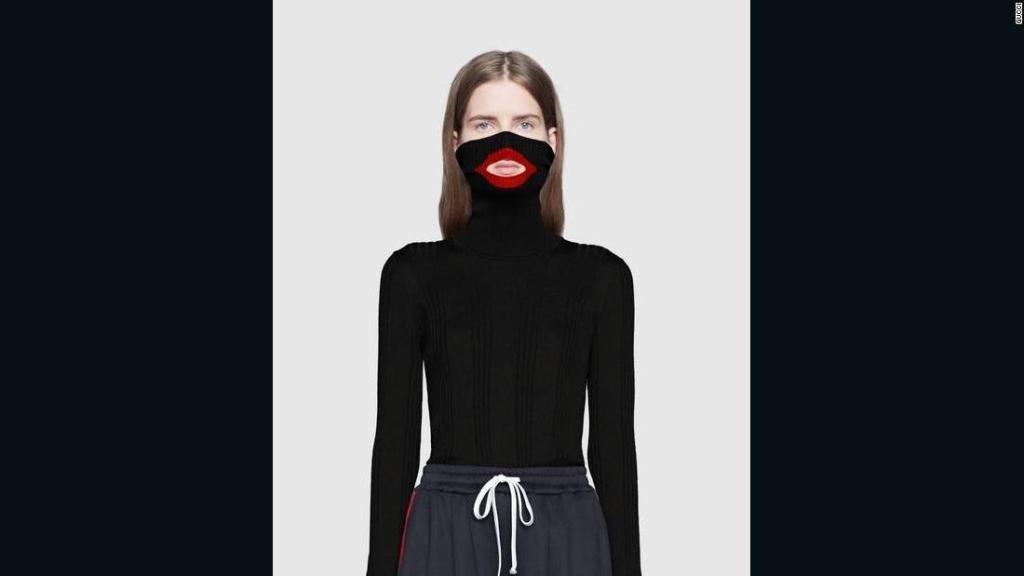 Il maglione di Gucci ritirato dal mercato perché accusato di razzismo