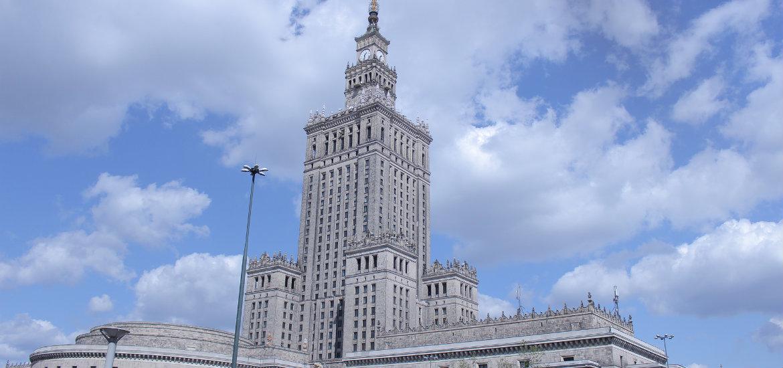 """Il Palazzo della Cultura e della Scienza è un """"dono"""" dall'Unione Sovietica offerto negli anni cinquanta."""