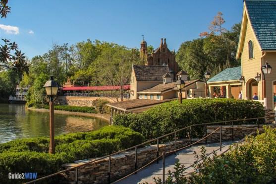 Haunted Mansion - Exterior - Magic Kingdom Attraction