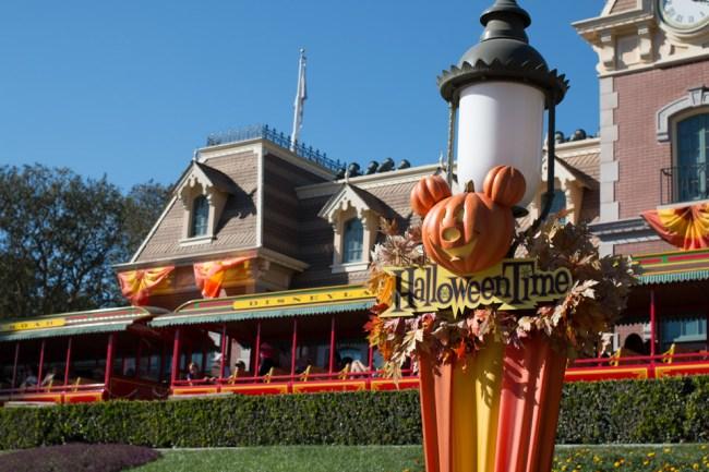Disneyland - Halloween Time - Canon 70D - 40mm, 1/400 sec, f/7.1, ISO 100