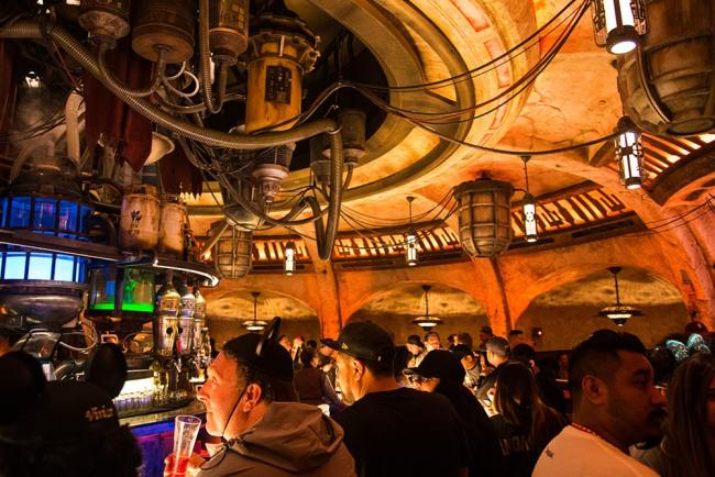 Cantina Wide- Oga's Cantina Review - Star Wars Galaxy's Edge - Guide2WDW