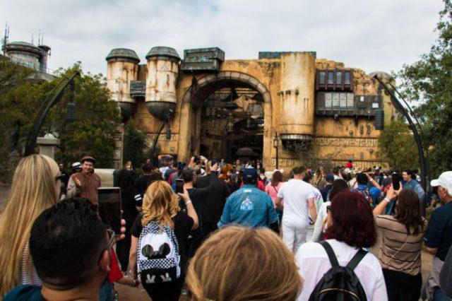 Crowds - Star Wars Galaxy's Edge - Disneyland- Guide2WDW
