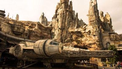 Disneyland - Star Wars Galaxys Edge - Millennium Falcon - Exterior - Banner