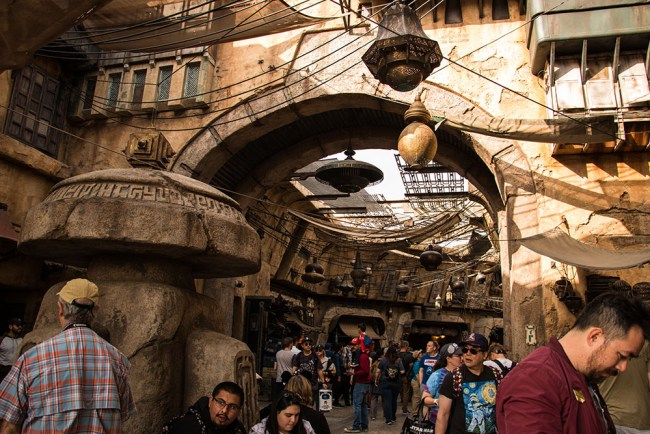 Marketplace - Star Wars Galaxy's Edge - Disneyland- Guide2WDW