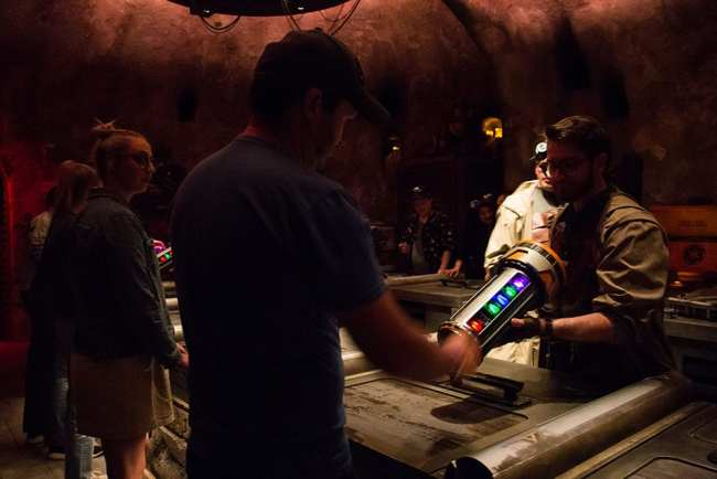Kyber Crystal Cannister - Savvis Workshop - Galaxys Edge - Disneyland- Guide2WDW