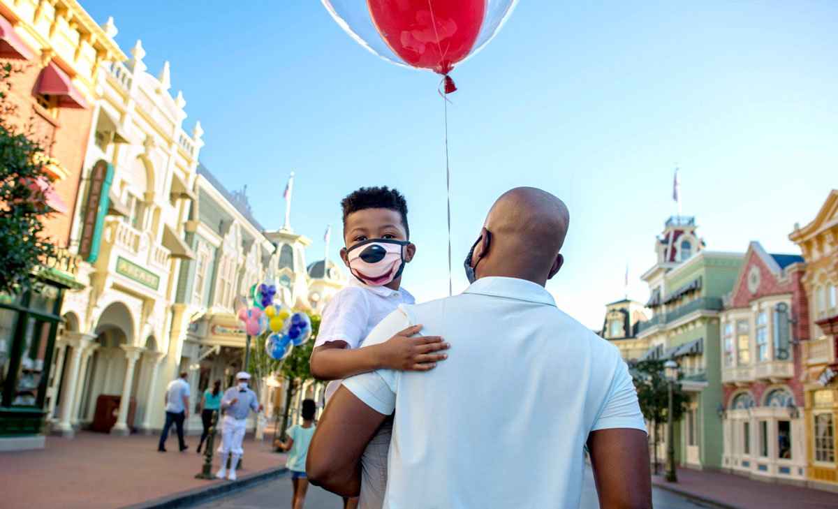 What are Disneyland's mask rules?