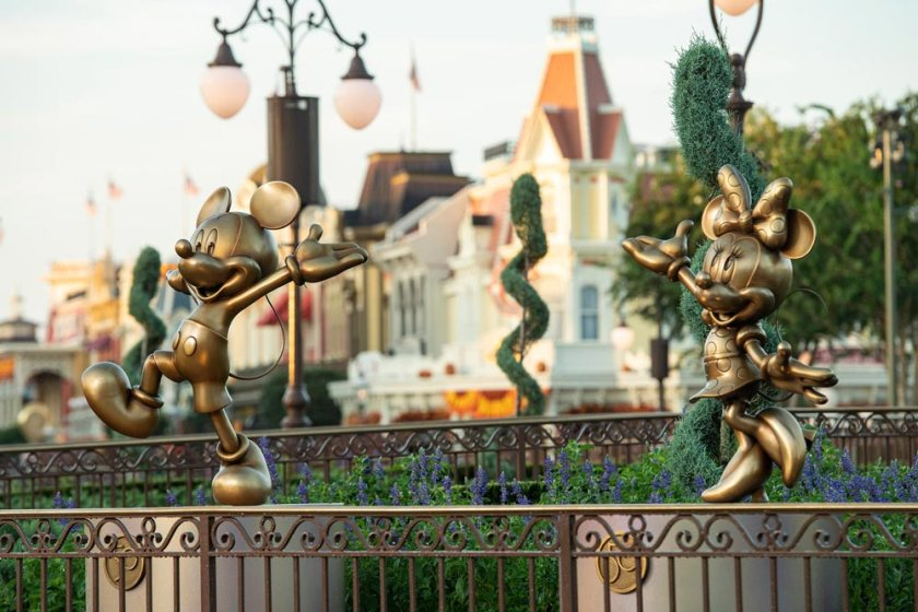 Mickey and Minnie Fab 50 Statues