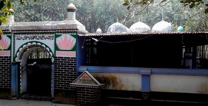 লালদীঘি নয় গম্বুজ মসজিদ রংপুর