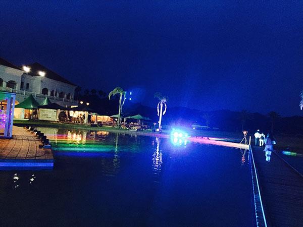 ボンダイカフェビーチサイドライトアップ
