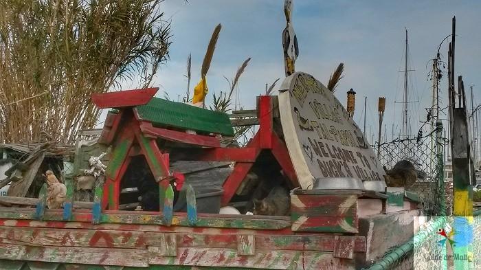 """A l'entrée de Manoel Island, """"Duck village"""" (Le village des canards)."""