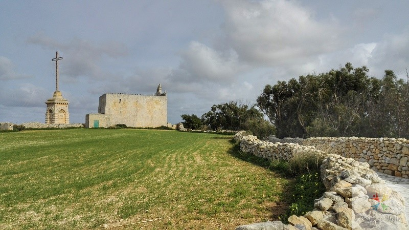 laferla cross promenade vue malte