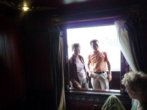 inspection de la cabine sur la jonque.