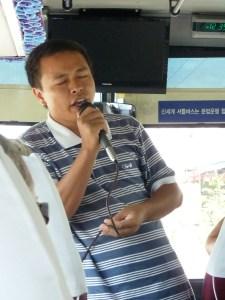 Ce chanteur est tres demande dans l'autocar!
