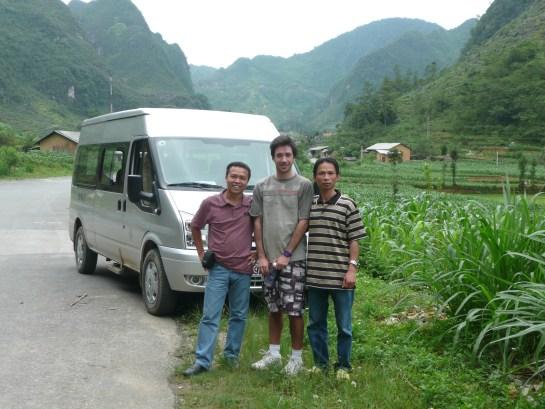 Trois hommes du groupe...