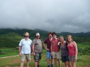 les 6 amis Molinies lors d'une randonnee preparatoire pour l'ascension a Fanxipan