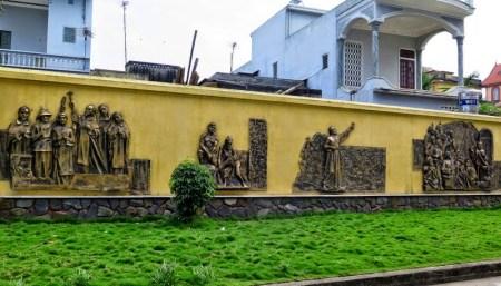 La-basilique-mineure-de-Phu-Nhai2