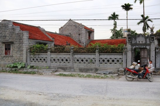 Cet ensemble d'une beauté hors commun est siégé au sein du village des arts artisanaux de Ninh Van, district Hoa Lu, province Ninh Binh